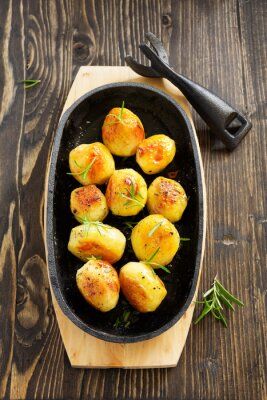 Póster Patatas al horno con romero.