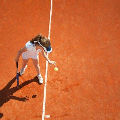 Póster Pequeño campeón de tenis que se prepara para servir