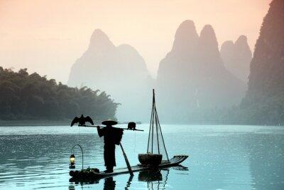 Póster Pesca del hombre chino con cormoranes pájaros