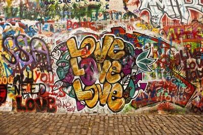 Póster Praga, República Checa - 07 de octubre 2010: Una sección del muro de Lennon en el área pequeña ciudad de Praga, cerca del Puente de Carlos. Este muro histórico está abierto a la pintada pública en mem
