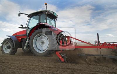Primer plano de griculture campo de cultivo tractor rojo