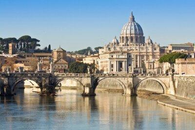 Póster Puente, basílica y el río Tíber en Roma