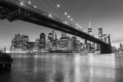 Póster Puente de Brooklyn al atardecer visto desde el Parque del Puente de Brooklyn en la ciudad de Nueva York.