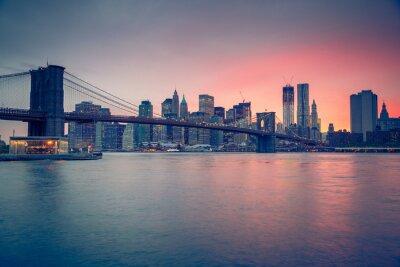 Póster Puente de Brooklyn y Manhattan en la oscuridad