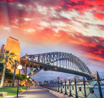 Póster Puente del puerto de Sydney con una hermosa puesta de sol, NSW - Australia