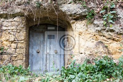 Puerta de entrada a un almacén.