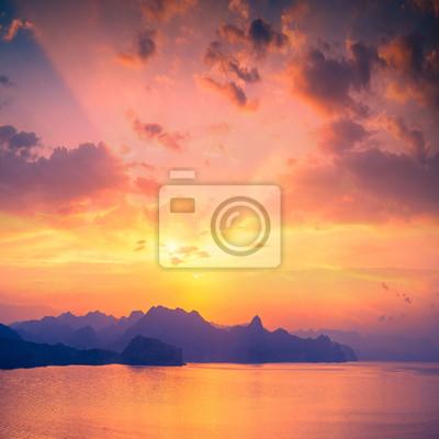 Puesta de sol sobre la bahía de Sudak