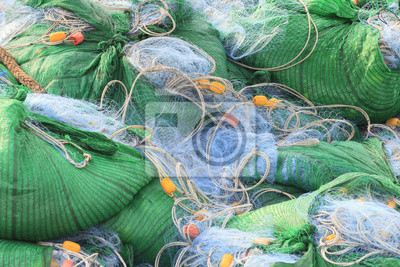 red de pesca en el paquete en el barco de pesca