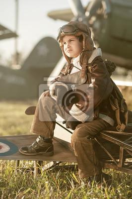 Retrato de un avión estacionado joven aviador