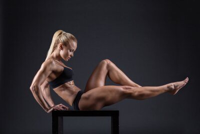Póster Retrato de una hermosa chica en los atletas de estudio