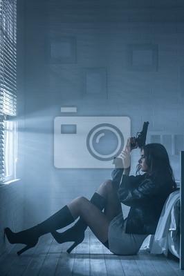 Retrato de una niña con una pistola