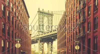 Póster Retro estilizado puente de Manhattan visto desde Dumbo, Nueva York.