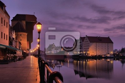 Riverside de Gdansk en el amanecer.