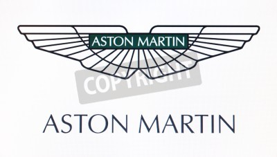 Póster San Petersburgo, Rusia-10 de febrero 2015: Aston Martin logotipo en la pantalla. Es una famosa marca mundial.