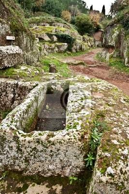 Sarcófago en la necrópolis etruscas de Cerveteri (Italia)