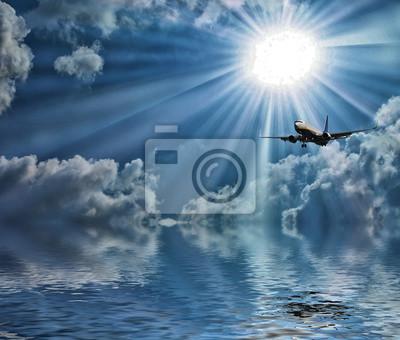 Silueta de avión con un hermoso cielo