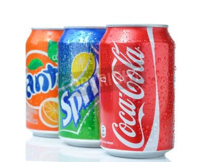 Póster SOFIA, Bulgaria - 27 abril 2013: Coca-Cola, Fanta y Sprite Latas Aisladas En Blanco. Las tres bebidas producidas por The Coca-Cola Company