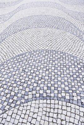 Póster Suelo de piedra típica de Lisboa, detalle de un piso típico con formas y dibujos, el arte de Portugal, el turismo
