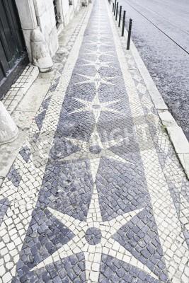 Póster Suelo de piedra típica de Lisboa, detalle de un piso típico con formas y dibujos, escriba Portugal, el turismo