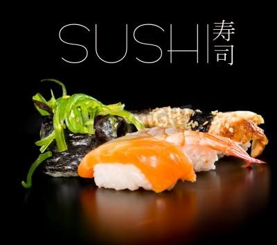 Póster Sushi conjunto sobre el fondo negro