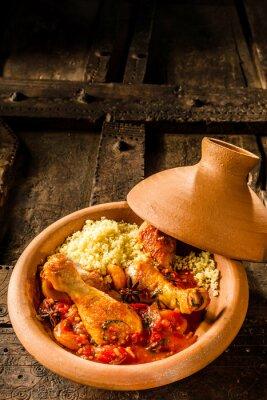 Póster Tajine tradicional con pollo y cuscús
