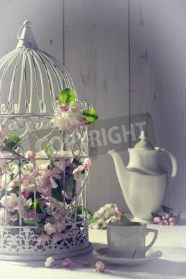 Póster Té de la tarde del vintage con jaula llena de flor de primavera