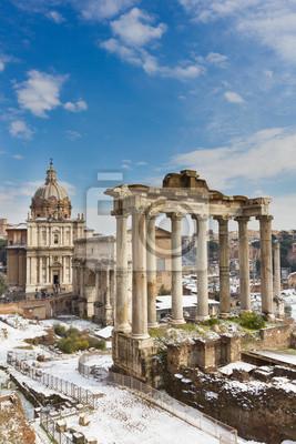 Templo de Saturno y los demás monumento del Foro Romano, Italia.