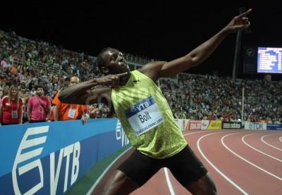 Póster THESSALONIKI, GREECE - SEPTEMBER 12,2009: Usain Bolt finishes first at 100m men for the IAAF World Athletics Finals main event at Kaftatzoglio Stadium