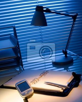 Póster Típico escritorio en una oficina típica.