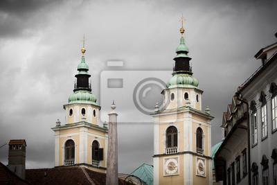 Torres gemelas de la catedral de Ljubljana, Eslovenia.