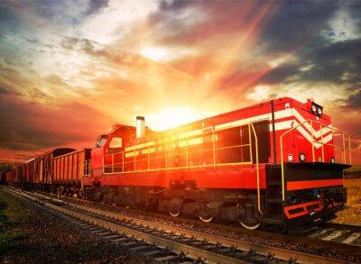 Póster tren de carga en el sol de la mañana