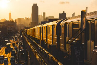 Póster Tren de metro en Nueva York en la puesta del sol