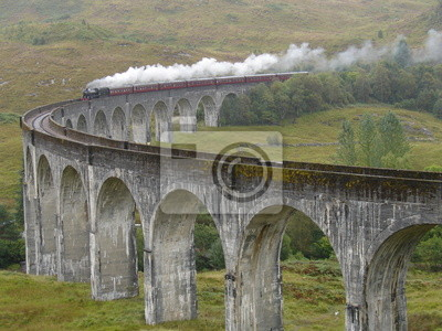 Tren en Glenfinnan Viaducto. Escocia.