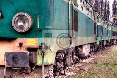 tren verde viejo