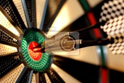 Tres flechas en el centro de un tablero de dardos
