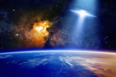 Póster Ufo se acerca el planeta Tierra