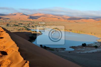 Un Sossusvlei inundado en el desierto de Namib