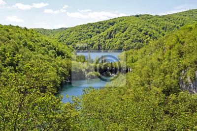 Una vista espectacular en el Parque Nacional de los Lagos de Plitvice, Croacia (