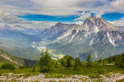 Valle de las Dolomitas, Alpes, Italia