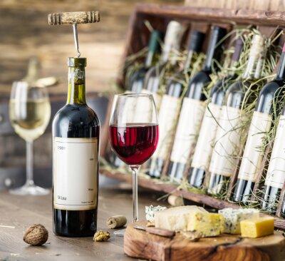 Póster Vasos de vino y plato de queso.