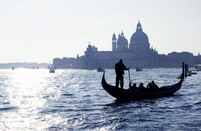 Póster Venecia, Gran Canal mit Gondel und Kirche Santa Maria della Salute