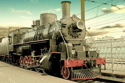 Póster Vieja locomotora de vapor en la estación de