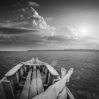Viendo la puesta de sol. En blanco y negro