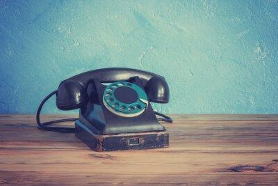 Póster Vintage teléfono en una mesa de madera