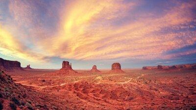 Póster Vintage tonificado Monument Valley después del atardecer, Estados Unidos