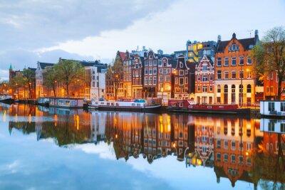 Póster Vista a la ciudad la noche de Amsterdam, los Países Bajos
