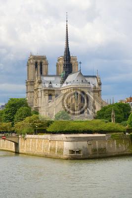 Vista de la catedral de Notre-Dame de París y el río Sena