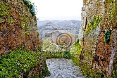 """Vista de las tierras baldías en """"Civita di Bagnoregio"""", Italia."""