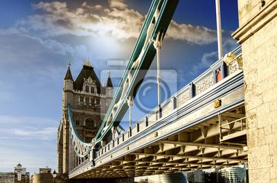Vista desde la parte inferior del puente de la torre, Londres