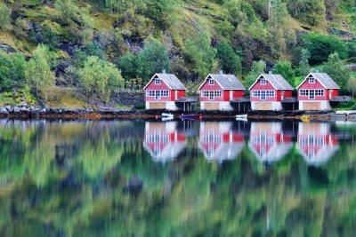 Póster Vista escénica del lago y pesca cabañas en Flam, Noruega
